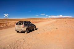 Voiture sur le Ruta 40 ex dans la province de Salta de San Anto Image stock