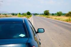 Voiture sur le voyage par la route Image libre de droits