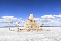 Voiture sur Salar de Uyuni, Bolivie Images libres de droits
