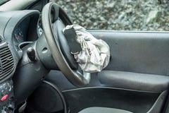 Voiture totale de perte avec l'airbag éclaté et le pare-brise cassé photos stock