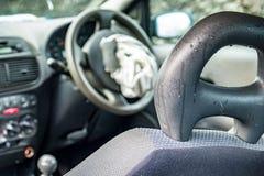 Voiture totale de perte avec l'airbag éclaté et le pare-brise cassé images stock