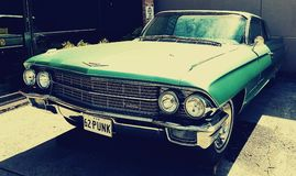 Voiture verte de Cadillac Images stock