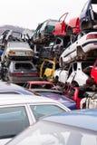 Voitures dans l'entrepôt de ferraille Photo libre de droits