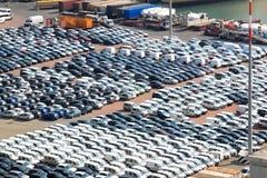 Voitures dans le port de fret de Salerno, Italie Image libre de droits