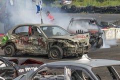 Voitures de démolition dans l'action images stock