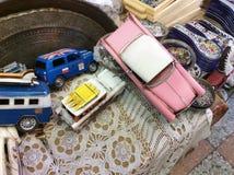 Voitures de jouet de vintage sur le marché aux puces dans vieux Yaffo (Jaffa, Yafo), Israël Photos stock