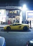 Voitures de luxe dans les rues Photos stock