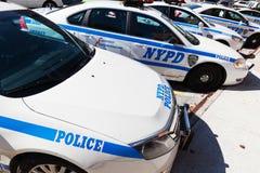 Voitures de police à un Département de Police dans le Bronx, NYC Photo stock