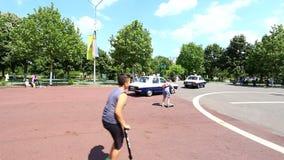 Voitures de police roumaines de vintage banque de vidéos