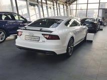 Voitures de présentation moderne de luxe de marque de concept de l'Ukraine Kiev le 25 février 2018 nouvelles dans Audi Motor Show Image stock