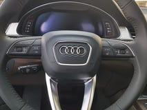 Voitures de présentation moderne de marque d'affichage de concept de l'Ukraine Kiev le 25 février 2018 nouvelles dans Audi Motor  Images stock