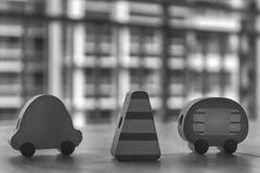 Voitures en bois monochromes de jouet avec le pylône du trafic sur la table Photographie stock