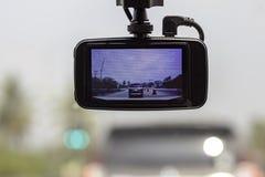Voitures et ciel d'image sur la caméra dans la voiture photo stock