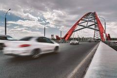 Voitures mobiles sur le pont Images libres de droits
