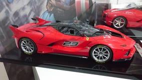 Voitures modèles de Ferrari sur l'affichage - voitures de course et de route de l'histoire italienne de producteur de voiture Images libres de droits