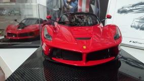 Voitures modèles de Ferrari sur l'affichage - voitures de course et de route de l'histoire italienne de producteur de voiture Images stock