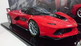 Voitures modèles de Ferrari sur l'affichage - voitures de course et de route de l'histoire italienne de producteur de voiture Image libre de droits