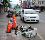 Voitures s'arrêtant sur la rue à Tainan, Taïwan Photo libre de droits