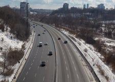 Voitures sur Don Valley Parkway During l'hiver Photos libres de droits