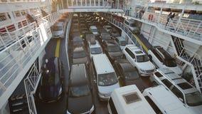 Voitures sur le ferry banque de vidéos