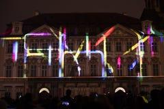 Voix des figures videomapping léger à la vieille place de villes à Prague pendant le festival 2016 de signal lumineux Photos stock