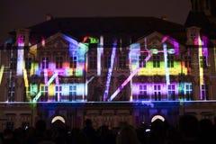 Voix des figures videomapping léger à la vieille place de villes à Prague pendant le festival 2016 de signal lumineux Photographie stock libre de droits