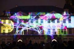 Voix des figures videomapping léger à la vieille place de villes à Prague pendant le festival 2016 de signal lumineux Photo stock