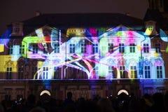 Voix des figures videomapping léger à la vieille place de villes à Prague pendant le festival 2016 de signal lumineux Image libre de droits