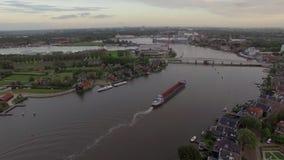 Vol aérien au-dessus du Koog Zaandijk, Pays-Bas banque de vidéos