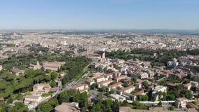 Vol aérien un bourdon au-dessus du Colosseum à Rome, Italie Amphithéâtre ovale de Colisé ou de Flavian Amphitheatre ou de Colosse clips vidéos