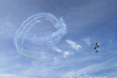 Vol acrobatique aérien Photo stock