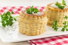 VOL.-au-сбросы печенья слойки заполненные с ragout гриба Стоковые Фото