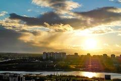 Vol au coucher du soleil Image stock