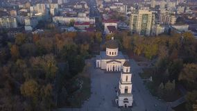 Vol au-dessus de la cathédrale clips vidéos