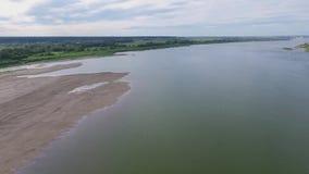 Vol au-dessus de la rivière clips vidéos