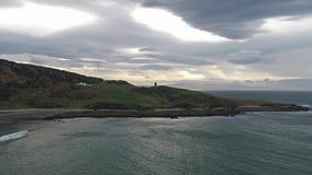 Vol au-dessus du littoral de la manière atlantique sauvage par Maghery, Dungloe - comté le Donegal - Irlande clips vidéos