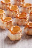 Vol-au-vent sur la table Photos stock