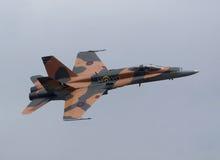 Vol canadien de frelon de l'avion de chasse CF-18 photographie stock libre de droits