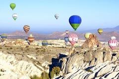 Vol chaud de ballon à air au-dessus de Cappadocia Images stock