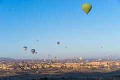 Vol chaud de ballon à air au-dessus de Cappadocia Photo stock