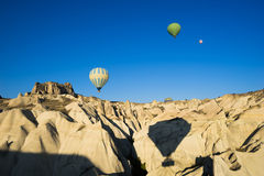 Vol chaud de ballon à air au-dessus de Cappadocia Photos stock
