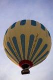Vol chaud de ballon à air dans Cappadocia, Turquie Photos stock
