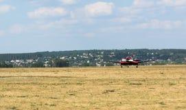 Vol commençant plat sur l'aérodrome de Korotych Photo libre de droits