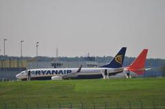 Vol d'avion de Ryanair Images stock