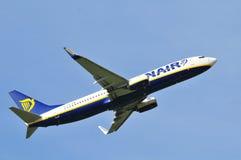 Vol d'avion de Ryanair Photo stock