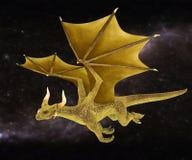 Vol d'or de dragon sur un ciel étoilé Photographie stock
