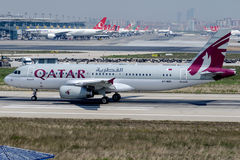 Vol d'A7-MBK Qatar Amiri, Airbus A320-232 Photographie stock