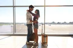 Vol de attente de couples assez affectueux Photographie stock