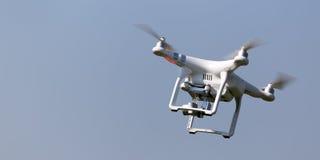 Vol de bourdon de Quadcopter Images libres de droits