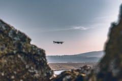 Vol de bourdon par l'air images stock